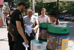 В Запорожье у уличных торговцев изъяли 82 кг овощей и кондитерских изделий