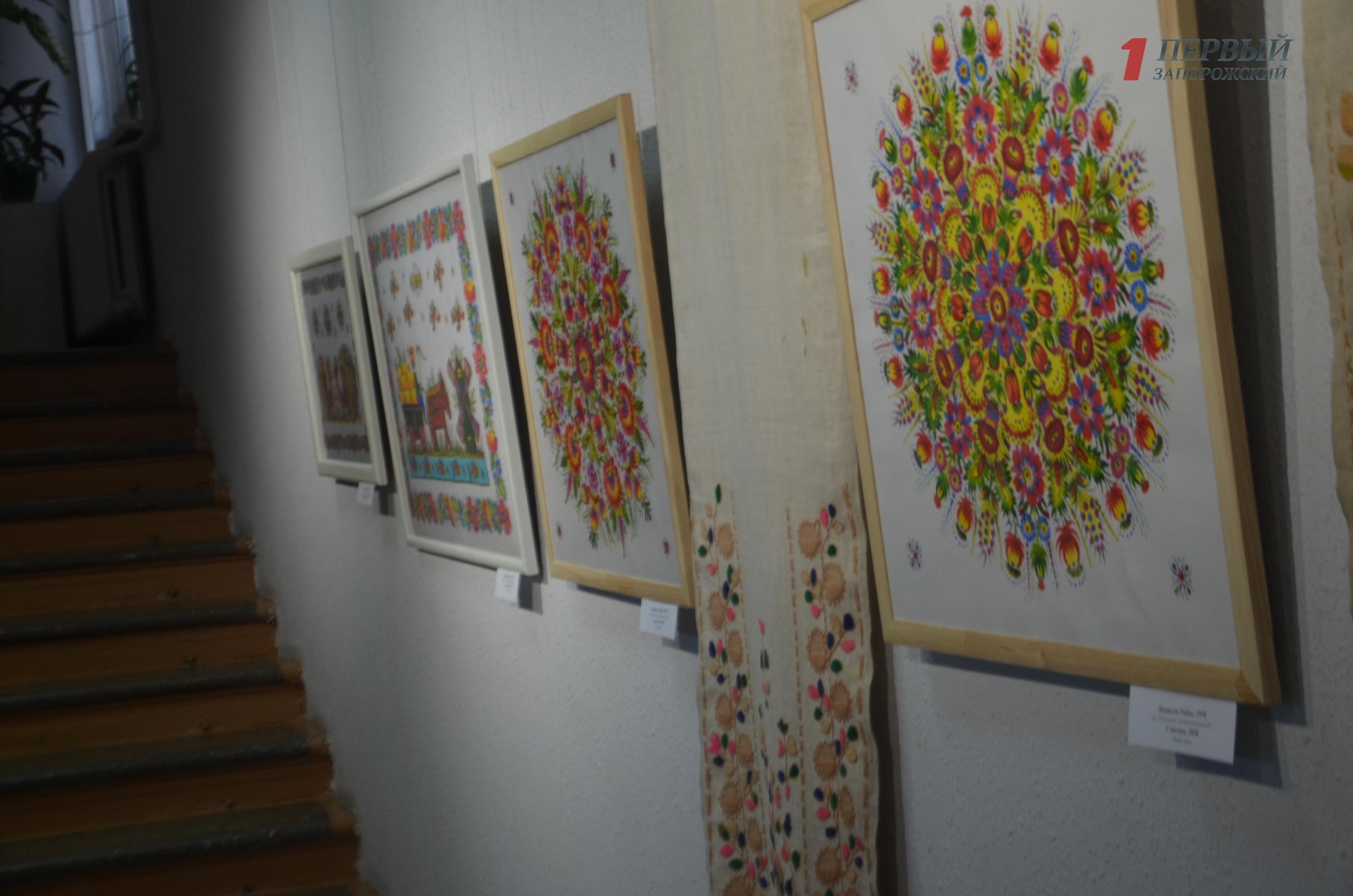 В Запорожском художественном музее открылась красочная выставка петриковской росписи – ФОТО, ВИДЕО
