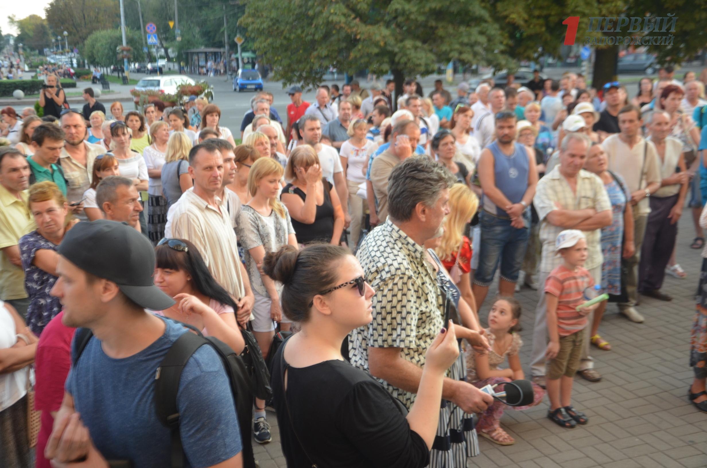 В Запорожье под стенами мэрии проходит митинг: участники требуют разорвать договор аренды земли с Кальцевым - ФОТО, ВИДЕО