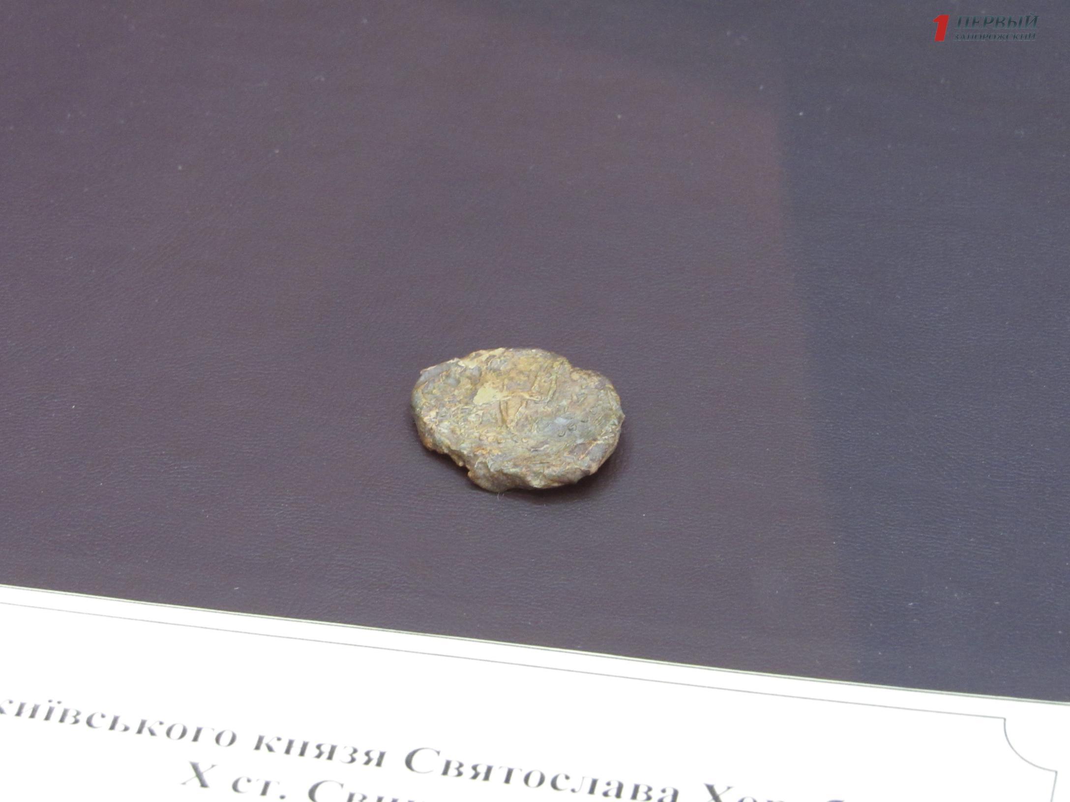 В Запорожье показали уникальную тысячелетнюю печать киевского князя Святослава - ФОТО