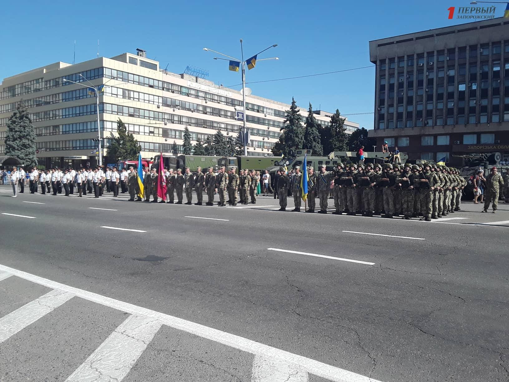 В Запорожье 450 военных маршировали в центре города к годовщине Независимости Украины - ФОТО