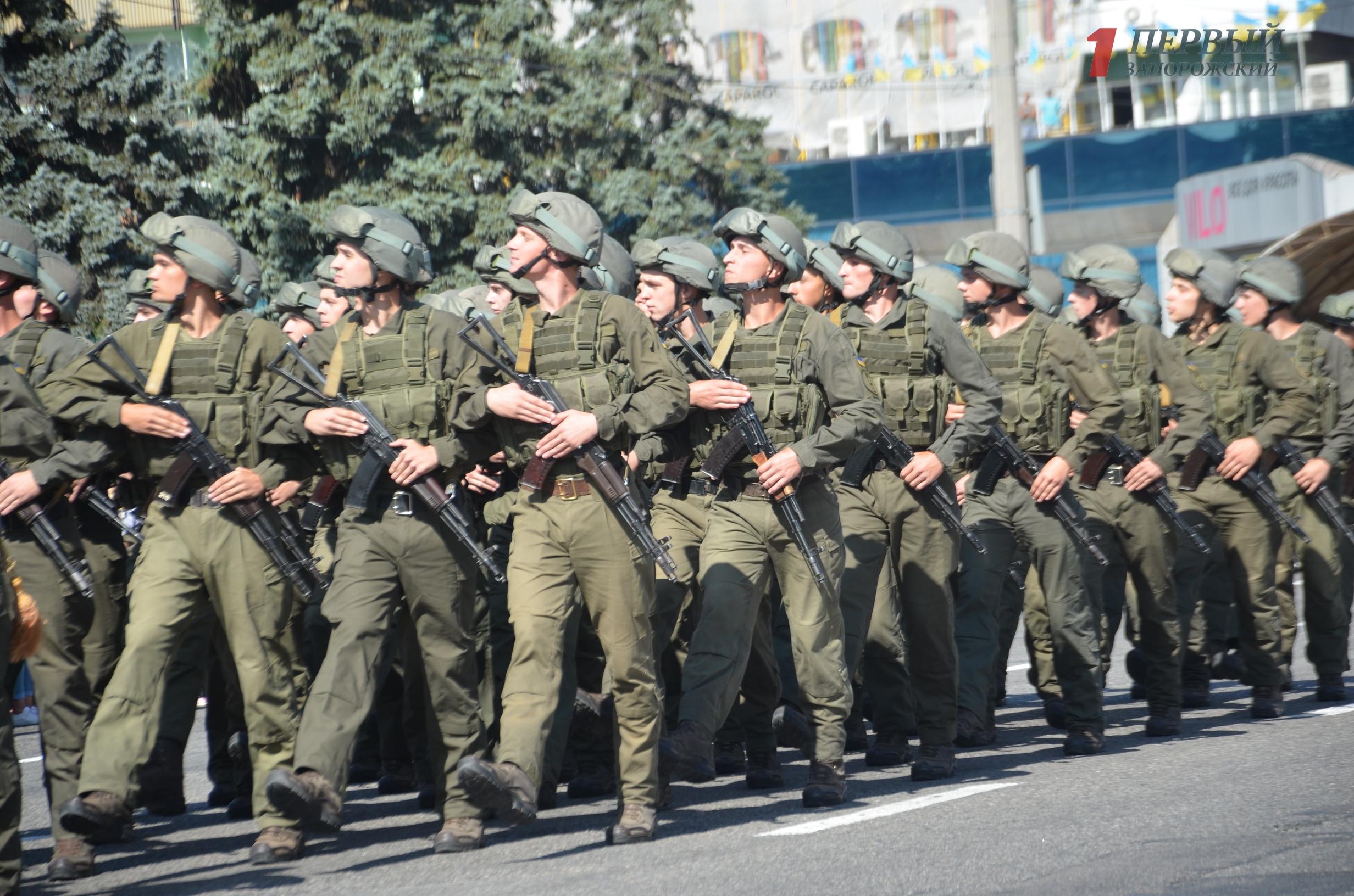 Марш войск, патриотичный флешмоб и выставка техники: как в Запорожье празднуют День Независимости - ФОТО, ВИДЕО