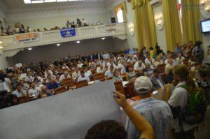 Запорожские депутаты ушли на перерыв, чтобы обсудить возможность увеличения депутатского фонда