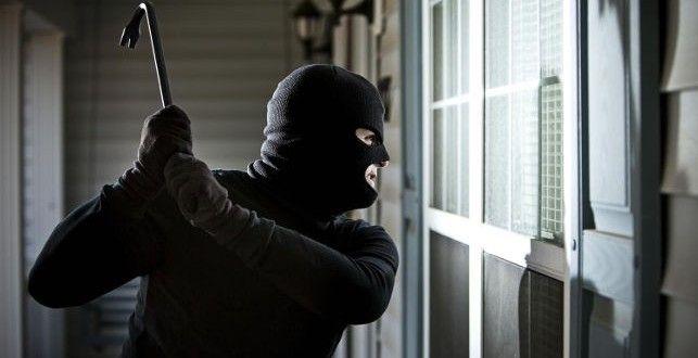 Избили и связали скотчем: в Запорожской области бандиты в масках ворвались в дом экс-ректора МГПУ