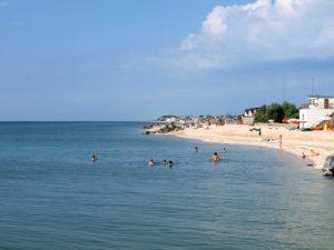 На запорожском курорте спасли троих отдыхающих, которые не могли выплыть на берег