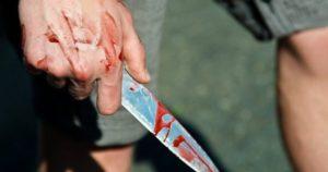 В Запорожье молодой парень ударил мужчину ножом в голову
