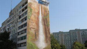 В Запорожье появился мурал в виде 33-метрового водопада - ФОТО