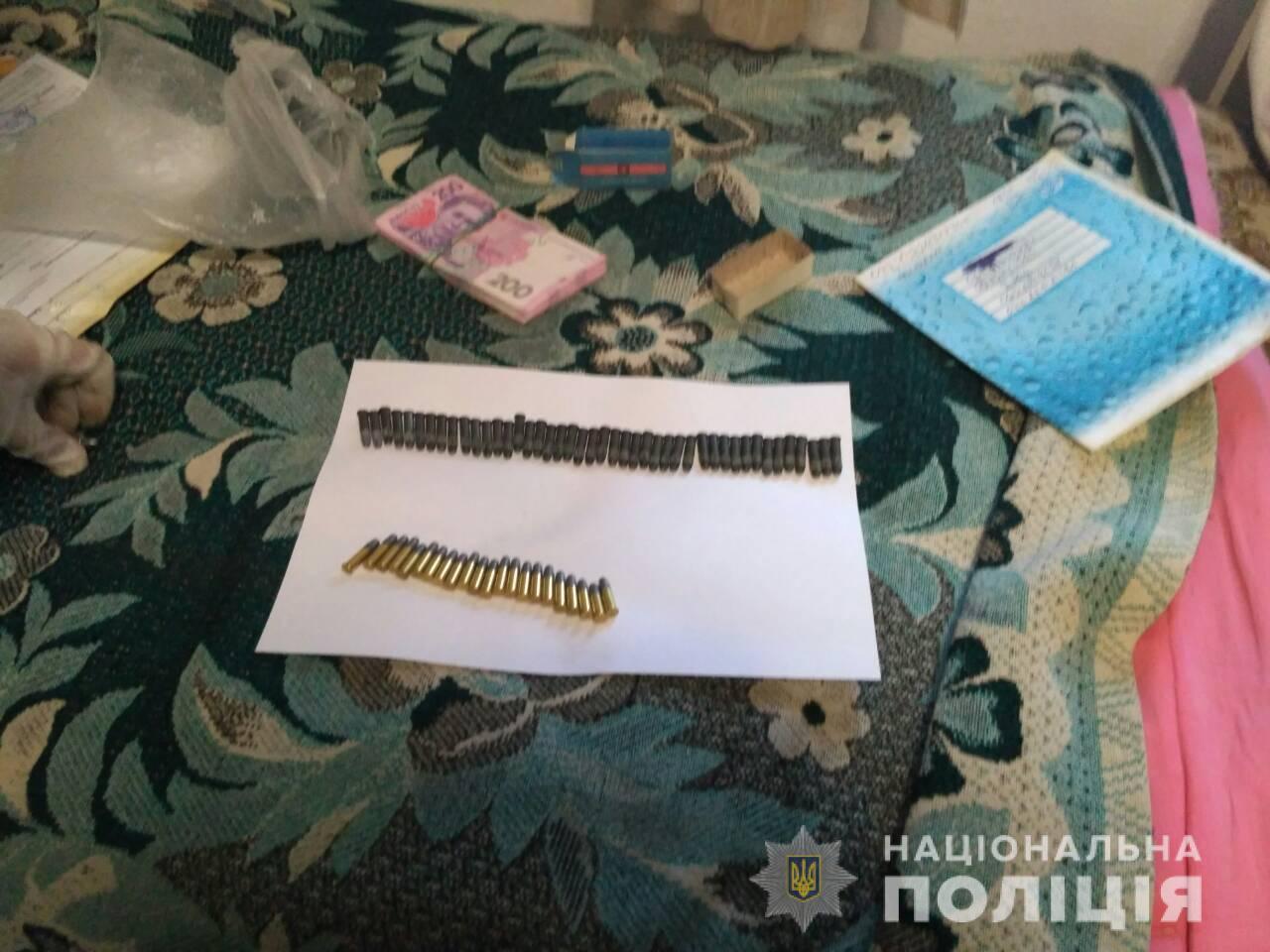 У жителя Запорожской области изъяли металлолом, спирт и боеприпасы - ФОТО