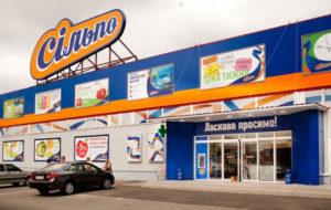 Без комплексов: в Запорожье женщина пришла в супермаркет в нижнем белье - ВИДЕО