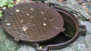 В Запорожской области в канализационном колодце обнаружили труп мужчины