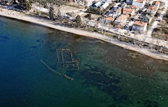 На дне озера в Турции нашли древнюю христианскую церковь - ФОТО