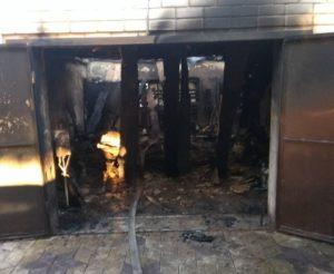 В Запорожской области горели два гаража - ФОТО