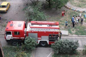 В Запорожье 24 спасателя тушили пожар в 9-этажном доме - ФОТО