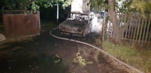 В Запорожской области сгорел гараж с авто: огонь перешел на жилой дом - ФОТО