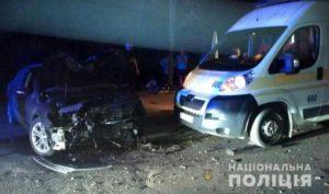 В Запорожье иномарка врезалась в электроопору: есть пострадавшие - ФОТО