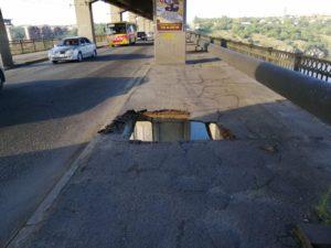 В Запорожье ремонтировать участок с провалившемся мостом доверят