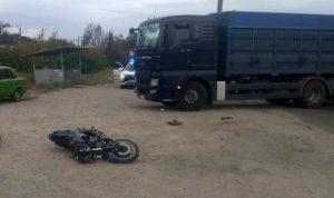 В Запорожской области фура сбила мотоцикл: трое пострадавших в больнице - ФОТО