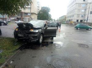 В Запорожье священник за рулем «Volkswagen» спровоцировал ДТП, проехав на красный - ФОТО