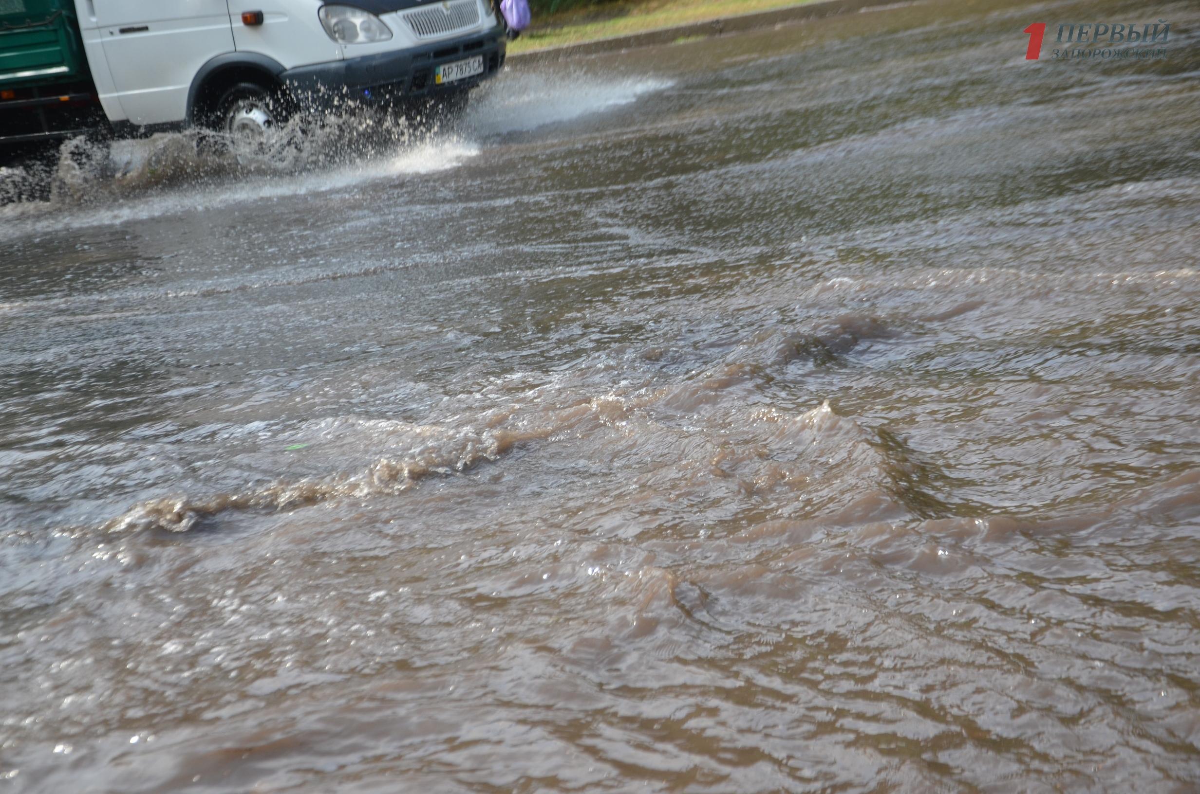 Город плывет: как Запорожье затопило первым осенним ливнем – ФОТО, ВИДЕО