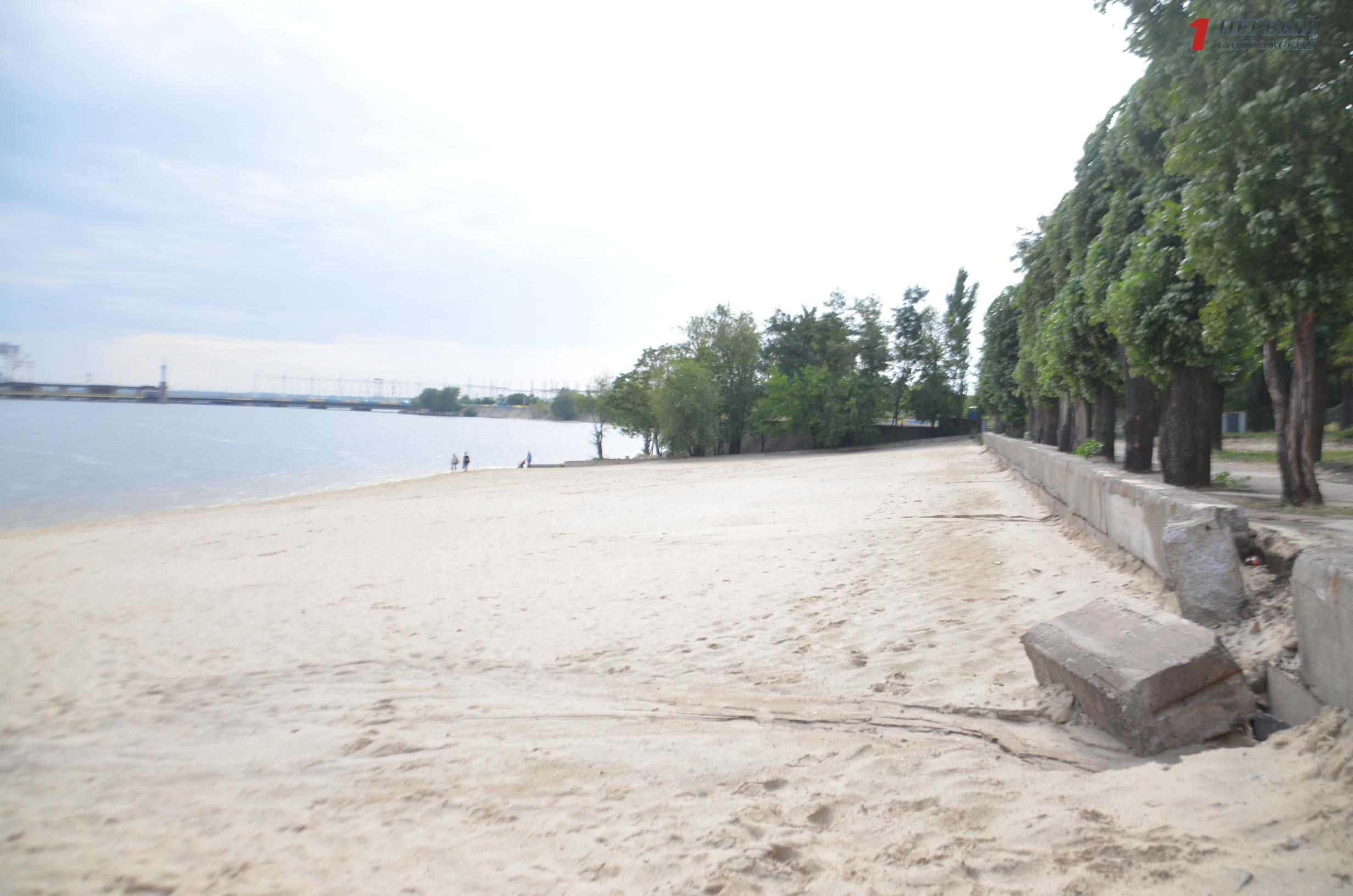 Ни техники, ни людей: в Запорожье приостановилась реконструкция Правобережного пляжа - ФОТО