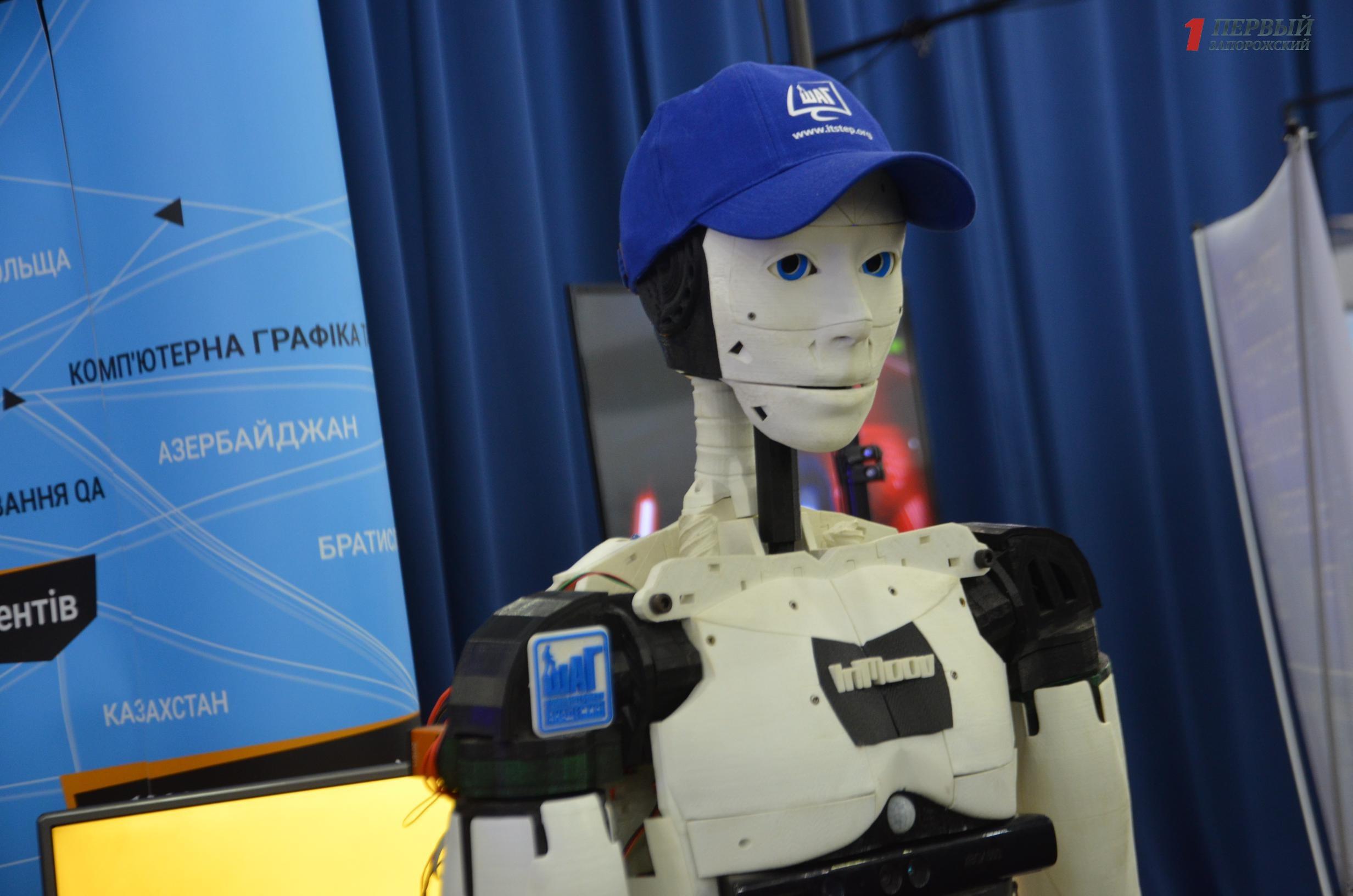 Умные дроны, роботы из «Звездных войн», новинки техники и лекции от ведущих спикеров: в Запорожье проходит международный IT-forum 2018- ФОТО, ВИДЕО