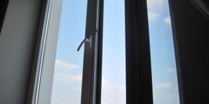 В Запорожье пьяный мужчина выпрыгнул с балкона шестого этажа