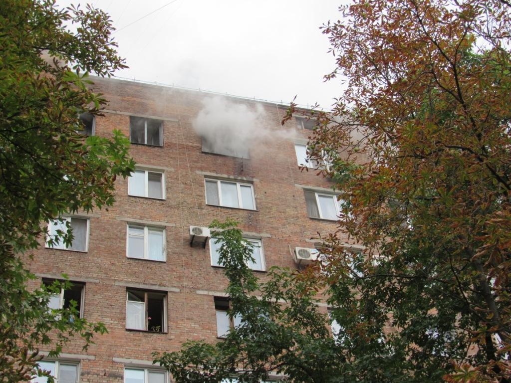 В Запорожье 17 спасателей тушили пожар в многоэтажном доме - ФОТО