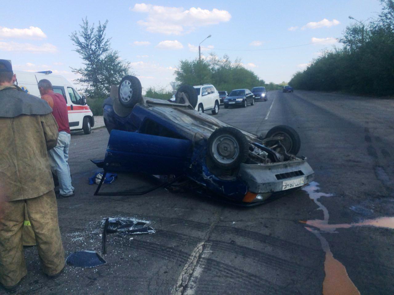 Вследствие ДТП на запорожской трассе пассажирку зажало искореженным автомобилем - ФОТО