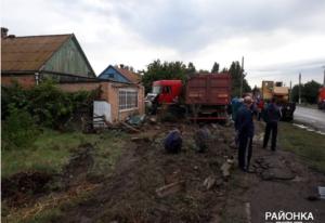 В Запорожской областифура протаранила двор частного дома – ФОТО, ВИДЕО