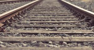 В Запорожье на центральном ж/д вокзале женщина бросилась под поезд
