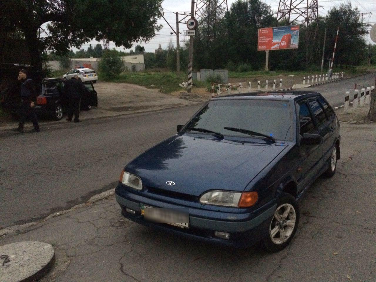 В Запорожье злоумышленники на двух авто обокрали гараж - ФОТО