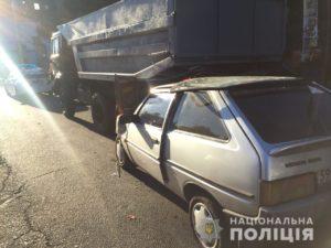В Запорожье автоледи врезалась в припаркованный
