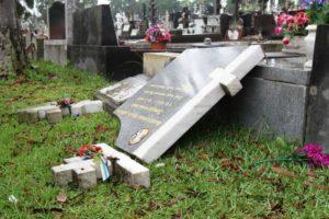 В Запорожской области вандал разгромил два памятника в погоне за металлоломом