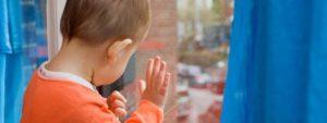 Суд лишил родительских прав запорожанку, которая оставила своих детей без средств на существование на три недели
