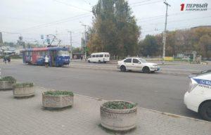 В Запорожье на остановке женщина попала под трамвай - ФОТО
