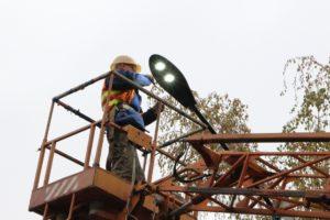 В Запорожье на территории одной из школ установили современные светодиодные светильники - ФОТО