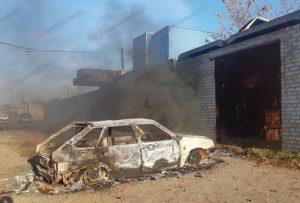 В Запорожской области в гаражном кооперативе дотла сгорела легковушка - ФОТО