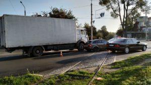 В Запорожье за утро произошло два ДТП с фурами - ФОТО