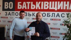 Скандального запорожского предпринимателя, которого подозревают в нападении на чиновника, исключили из партийного списка