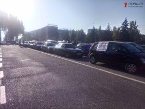 В Запорожье проходит протестная акция автомобилистов: люди возмущены ценами на бензин - ФОТО, ВИДЕО