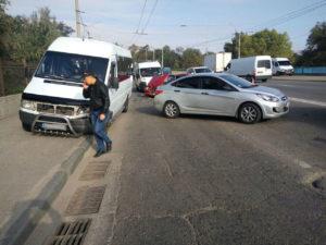 В Запорожье на плотине ДнепроГЭСа произошло тройное ДТП с участием маршрутки: есть пострадавшие - ФОТО