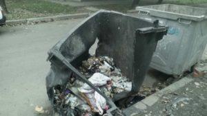 В Заводском районе Запорожья вандалы сожгли пять мусорных баков
