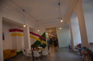 Ретро-автомобиль, фотовыставка и звездные футболисты «Маэстро»: как в Запорожье открыли свободное пространство Zaporizhzhia HUB
