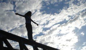В Запорожье тринадцатилетняя девочка спрыгнула с моста: подробности трагедии