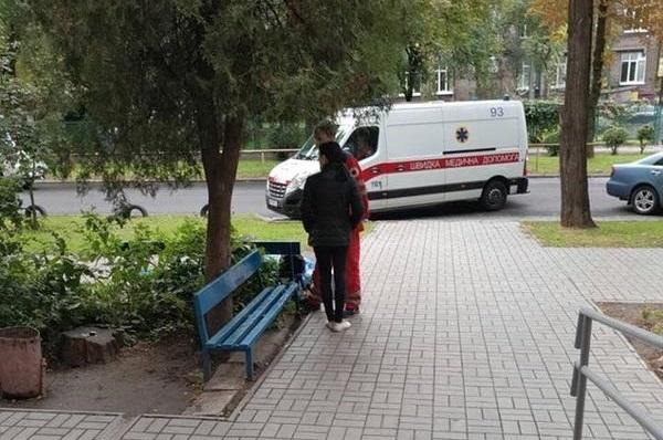 В Запорожье женщина скончалась прямо в очереди в соцслужбу - ФОТО