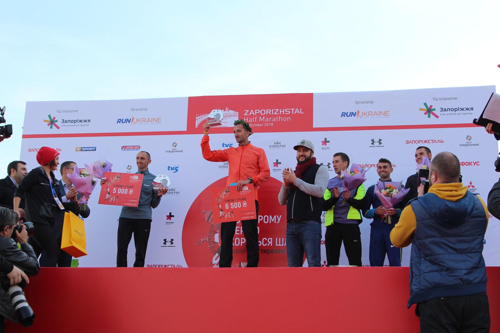 В Запорожье наградили победителей полумарафона и забегов на 5 километров - ФОТО