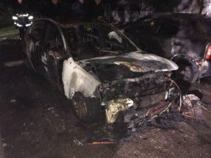 В Запорожье ночью сгорели четыре автомобиля - ФОТО