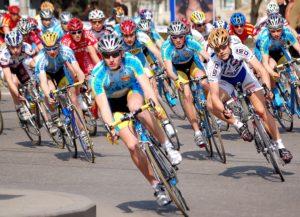 В Запорожье стартовала «Красочная гонка» на велосипедах – ВИДЕО