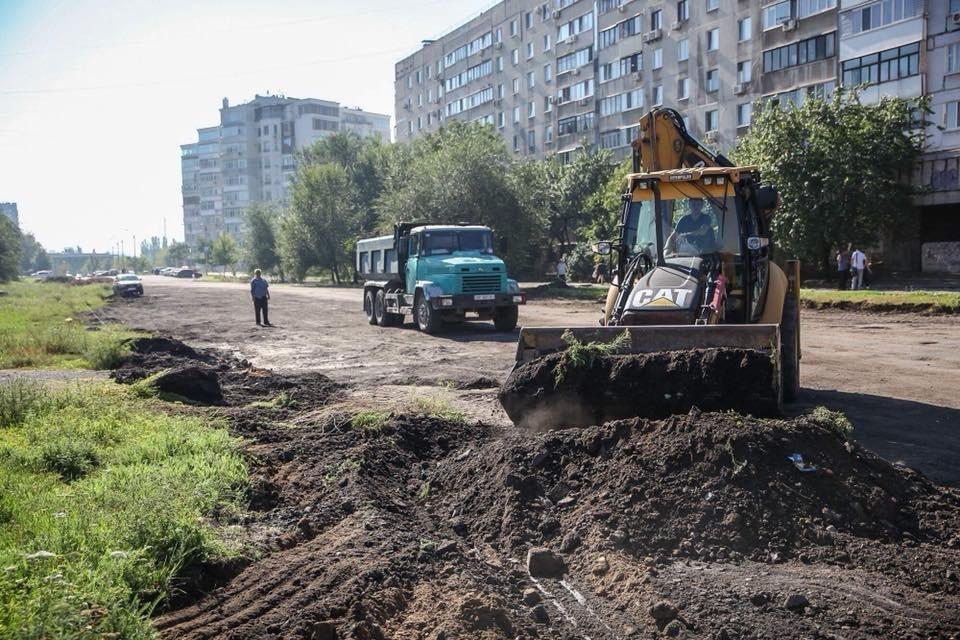 В Запорожье продолжается реконструкция дороги с выходом на Набережную магистраль стоимостью в 16 миллионов гривен - ФОТО