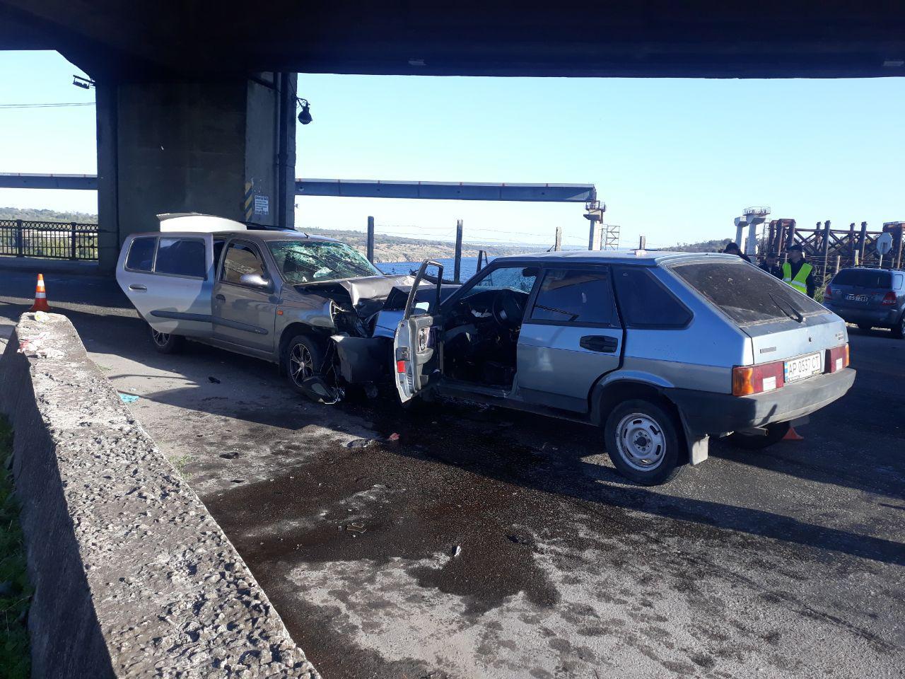 В Запорожье произошло ДТП на мосту Преображенского: есть пострадавшие – ФОТО